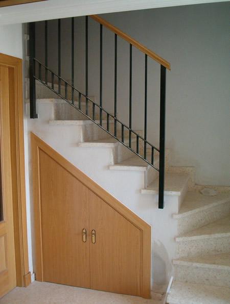 Trabajos realizados armarios maul n y rodr guez for Armarios para escaleras